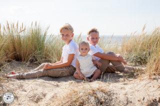 Happy Family | Patrick en Brigit en hun kids | duinen en strand Rockanje